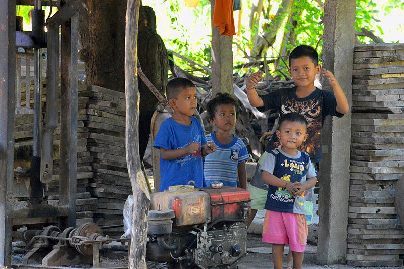 Spelende balinese kinderen