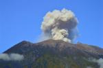Mount Agung blaast stoom af