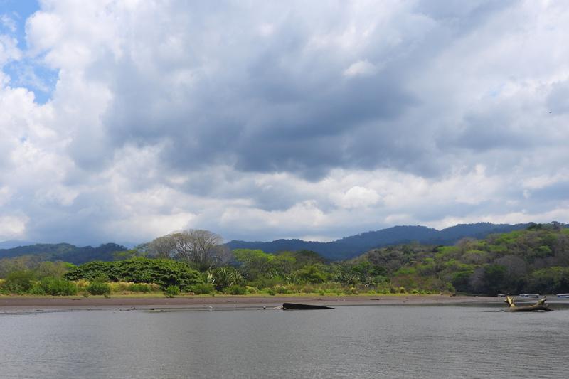 De oevers van de Tarcoles rivier