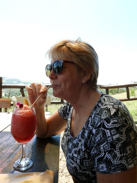 Jeanette aan een cocktail