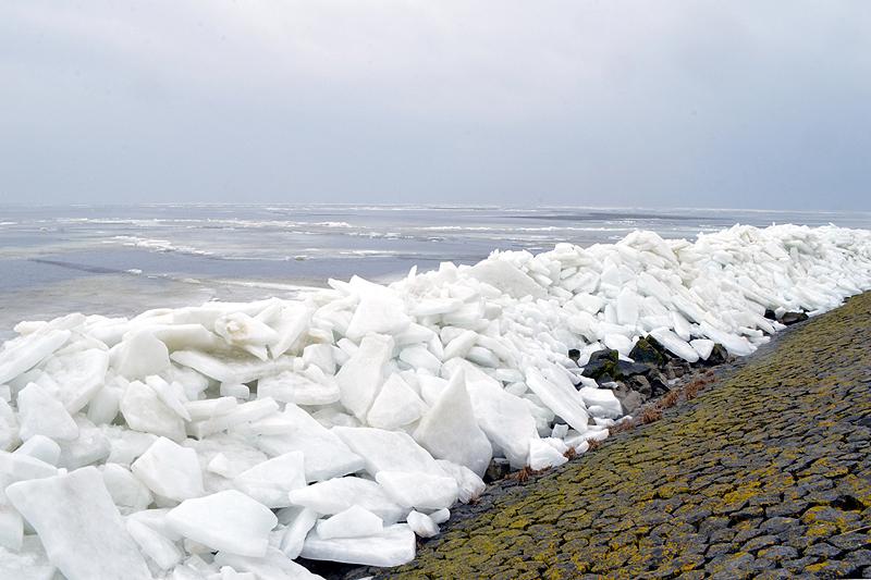 Kruiendijs afsluitdijk februari 2018